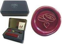 Siegel-Set in Geschenkdose Petschaft - Eheringe Herz - inkl. 2 Stangen Siegelwachs rot mit Docht