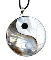 Perlmutt Yin & Yang Anhänger im Geschenkset mit Lederkette